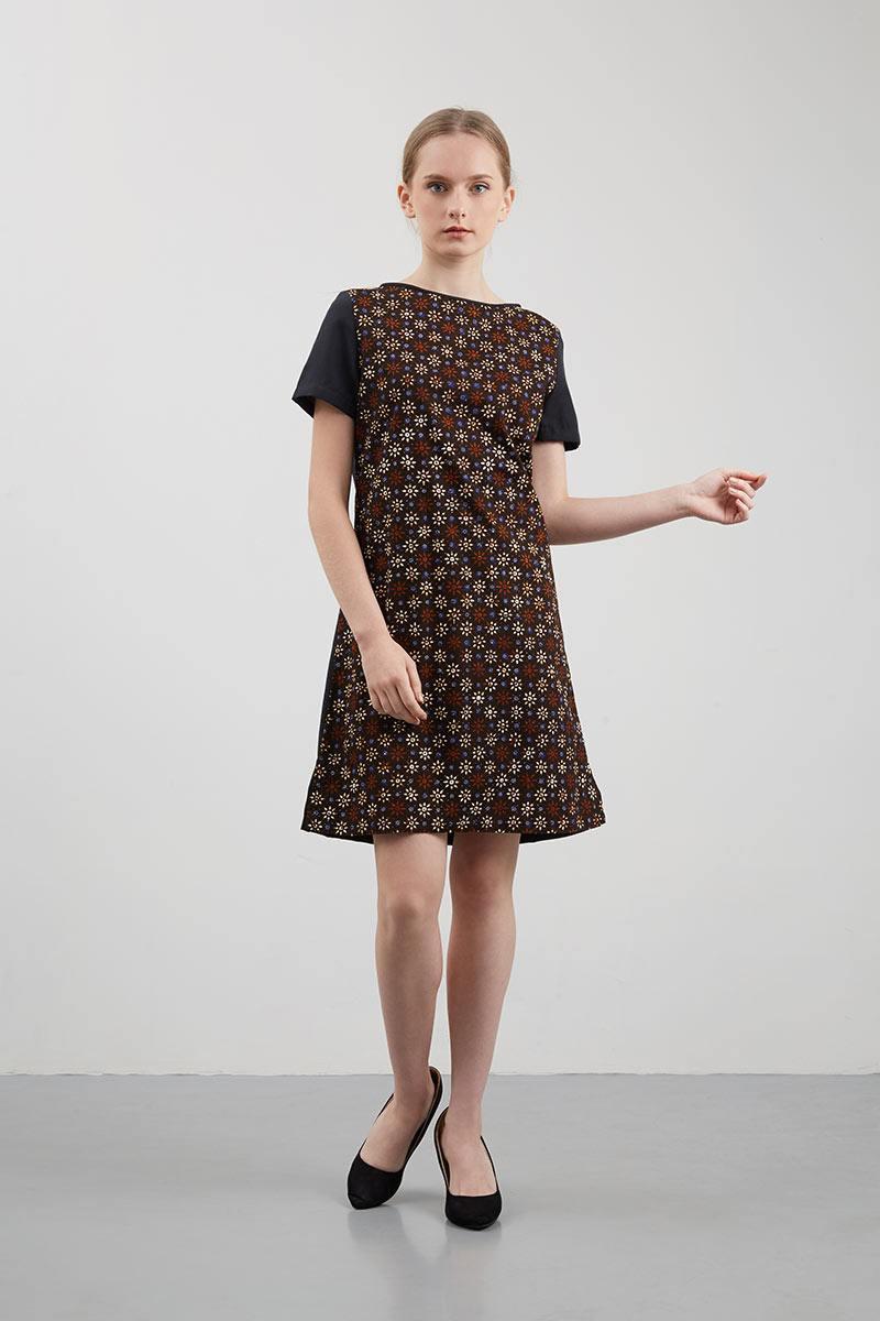 Inilah Model Baju Batik Kombinasi Modern yang Paling Pas Buat Kamu e683ddf506